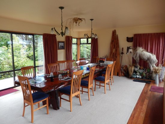 Ropatini's Homestay B & B : Great dining room!