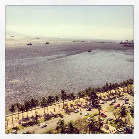 Diamond Hotel Philippines : You get a great view of the bay