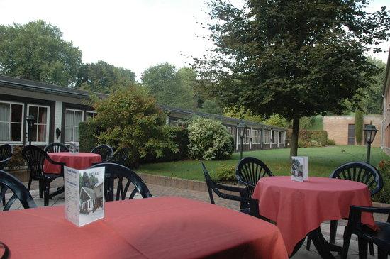 Le Relais du Marquis: terrasse jardin intérieur côté sud