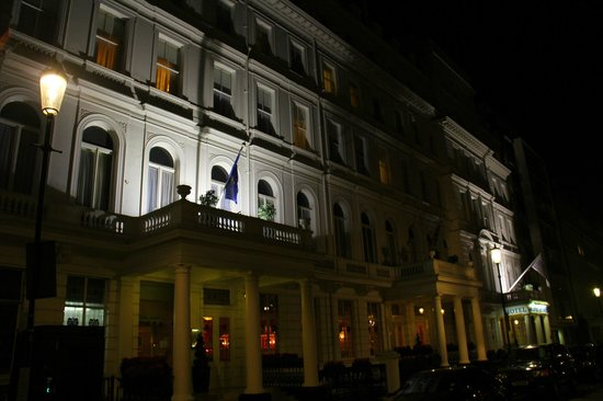 Lancaster Gate Hotel: Lancaster Gate at night