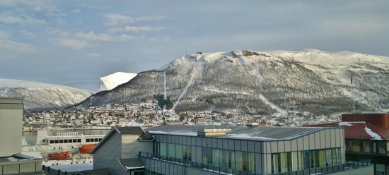 Radisson Blu Hotel, Tromso: View from our room on 6th Floor, Hurtigruten boat behind buildings
