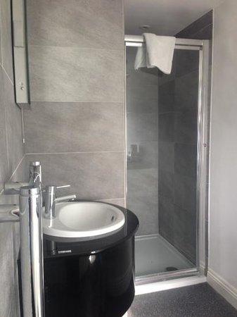 Riviera Hotel : bathroom