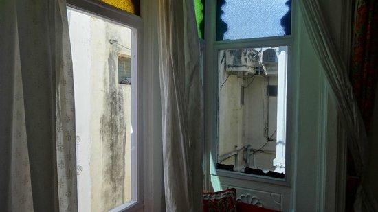Jagat Niwas Palace Hotel: Ne pas ouvrir les rideaux ... !!!!