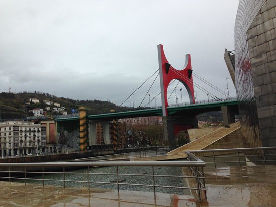 Basque Tours: Bilbao on a rainy day