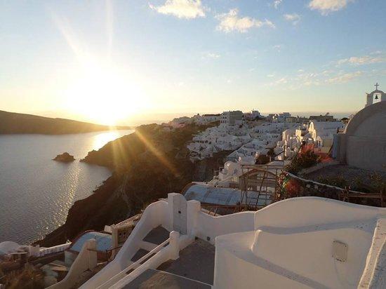 Oia's Sunset Apartments: Sunset