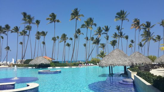 Paradisus Palma Real Golf & Spa Resort: The pool,steps away from the