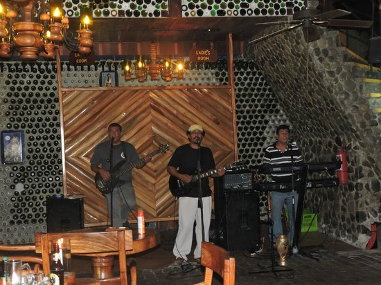La Cantina BBQ: they be jammin'