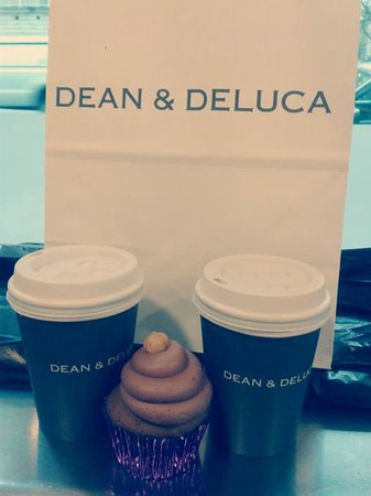 Dean & DeLuca Cafe : Cupcake and coffe