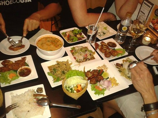 Somtum Der, Sala Daeng: A mixed selection of dishes shared by four