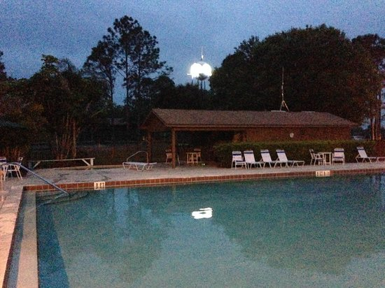 Westgate River Ranch Resort & Rodeo: Pool at dusk