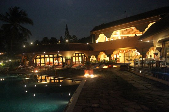 Vivanta by Taj - Fort Aguada, Goa : Pool at night