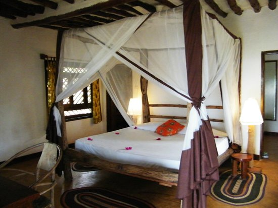 Kichanga Lodge : Our bedroom--Bungalow 9, King bed