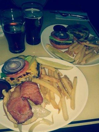The Perfect Pint - 203 W. 45th: Gaerlic Burger