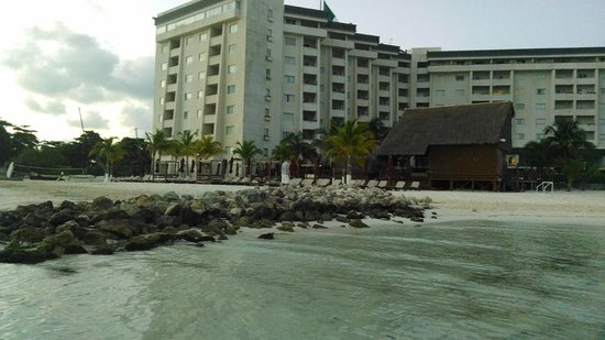 Casa Maya Cancun : Building one from the beach