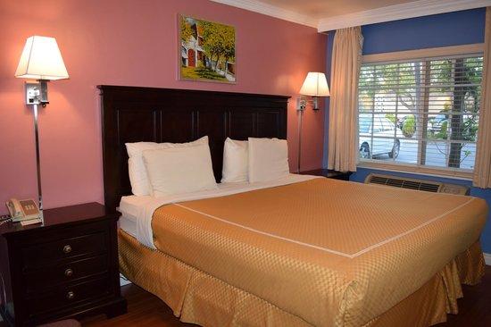 Rose Garden Inn : King Bed