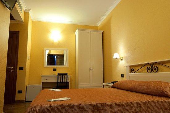 Hotel Maximo: Stanza Matrimoniale