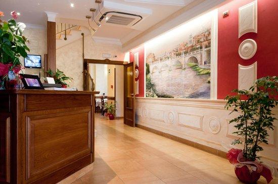 Hotel Maximo: Reception