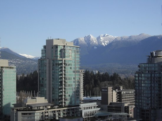 Riviera on Robson Suites Hotel Downtown Vancouver: North Shore from #901