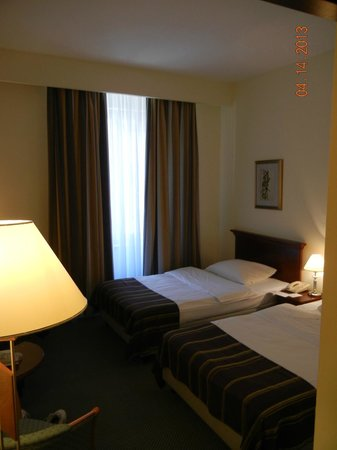 2 single beds - Hotel Dubrovnik, Zagreb Croatia