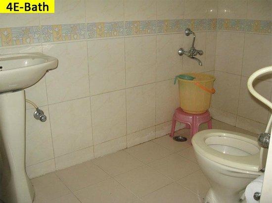 Vcare Service Apartments : Bathroom
