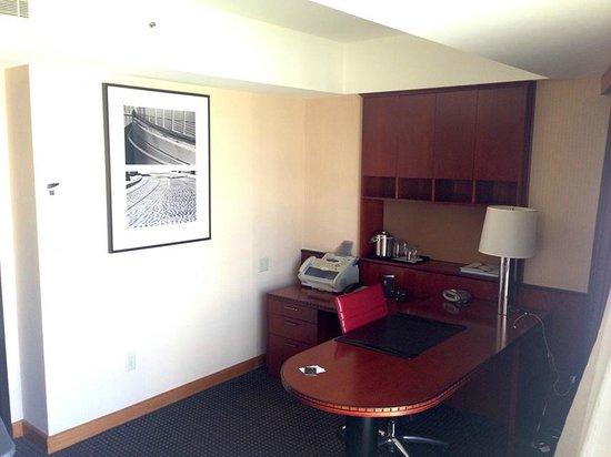 Le Meridien San Francisco: AWESOME business suite area
