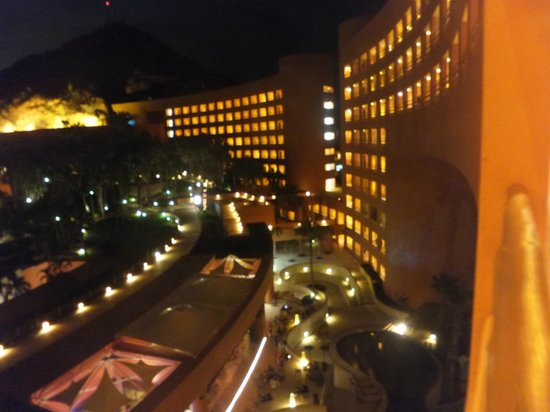 The Westin Los Cabos Resort Villas & Spa: hotel at night