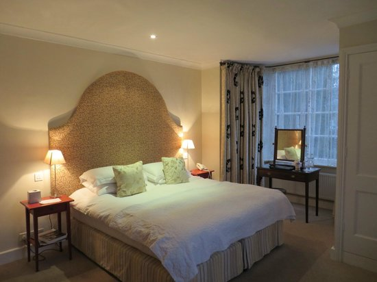 The Devonshire Arms at Beeley: Bedroom in Brookside Cottage