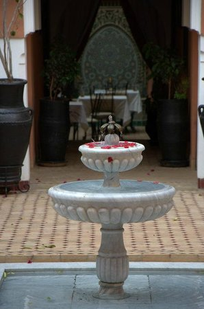 Les Borjs de la Kasbah: Courtyard and restaurant