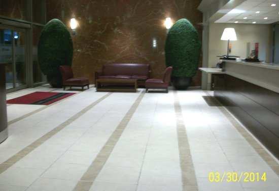 Hampton Inn Manhattan-Times Square North: Enormous Lobby