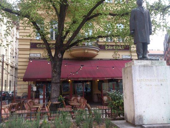 Gerloczy Kavehaz Cafe and Restaurant : Budapest - Gerlöczy in spring time