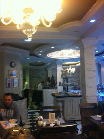 Queen's Court Hotel & Residence : petit dejeuner