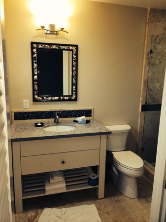 Beach Street Inn and Suites: Vanity