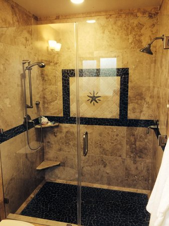 Beach Street Inn and Suites: Shower