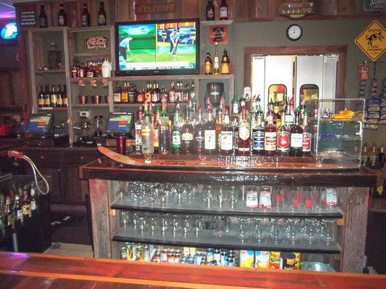 Barn Board Grill & Saloon : Bar and Grill Near Hudson, WI