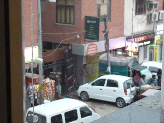 Hotel Le Roi: Raj Guru Rd. again