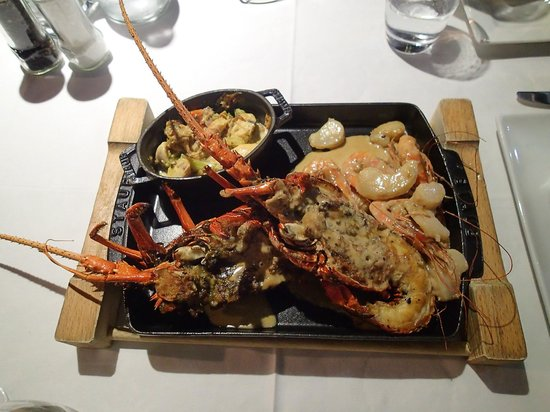Le Meridien Tahiti: Langouste and other seafood Platter to share at Le Carre