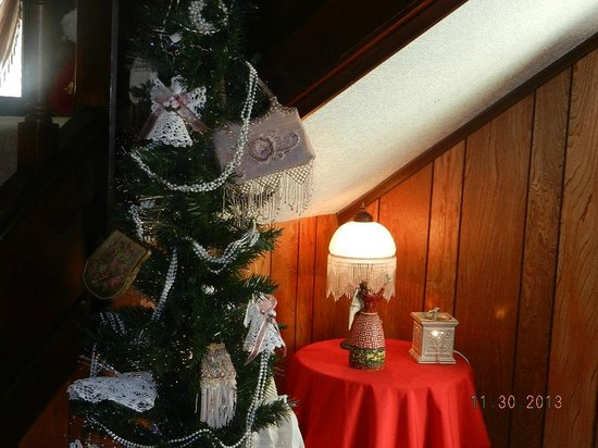 Red Oak Inn B&B : Antique purses used as decor