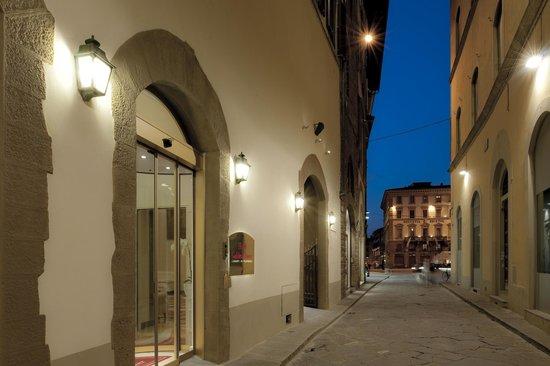 Golden Tower Hotel & Spa: Entrance