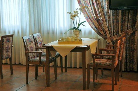 Xalet Verdu Hotel: Hora de la merienda en el bar