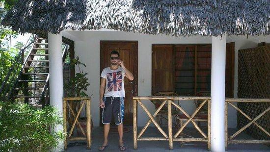 Muba guest house : Uscita dalla camera munito di telefono della Guest House