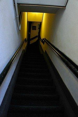 Hotel Aspen : лестница, вид снизу!