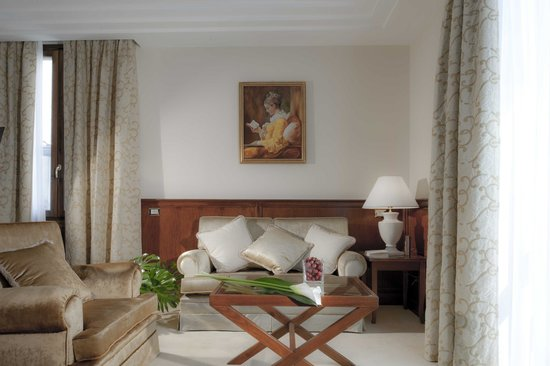 Golden Tower Hotel & Spa: Junior Suite con Jacuzzi