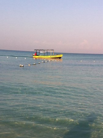 Fun Holiday Beach Resort: Beautiful water
