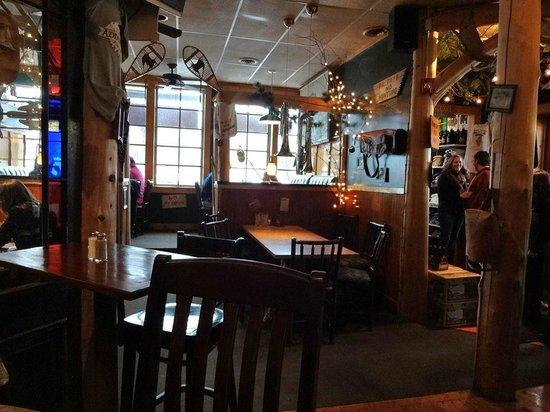 Adirondack Pub & Brewery: Dining Area