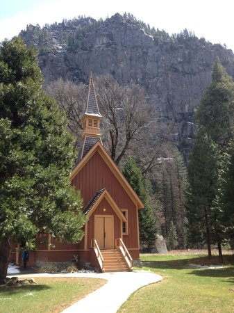 Extranomical Tours: Chapel short walk from Yosemite Lodge