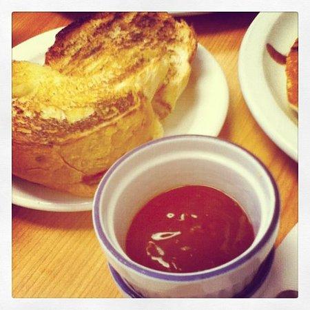 Caledon Family Restaurant: mmmmm the delicious infamous toast & jam!