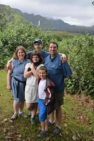 Awapuhi Adventures : Family at Waterfall on Road to Hana