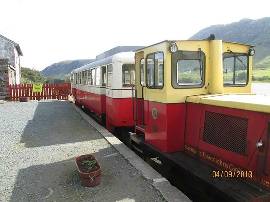 Dungloe, Ireland: Train in the station.