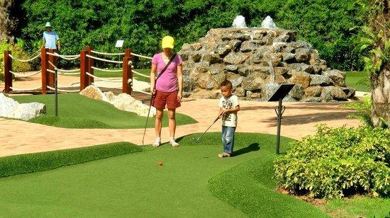 Phuket Adventure Mini Golf: Family Outing