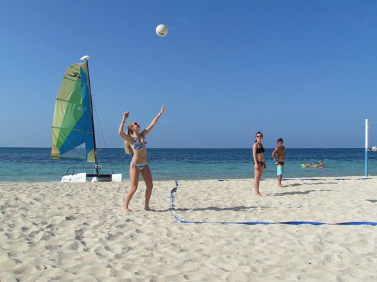 Iberostar Rose Hall Suites: volley ball on the  beach